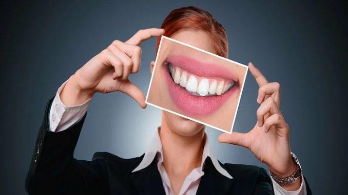 Luce una sonrisa más bonita con las prótesis dentales