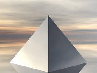 La pirámide conectada con el trading